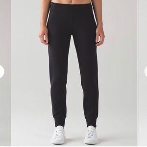 Lululemon Embrace the Space black pant size 6 NWOT
